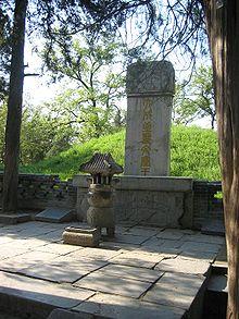 220px-Confuciustombqufu