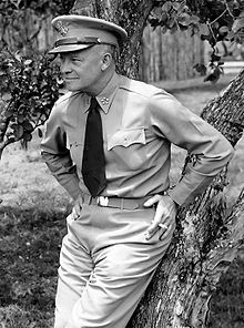 220px-Dwight_D._Eisenhower_as_General_of_the_Army_crop